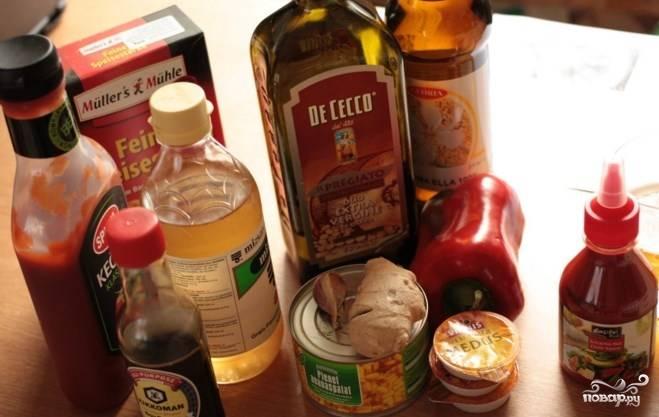 Подготовьте все ингредиенты. Куриное филе промойте и порежьте кусочками. Можете поставить вариться рис.