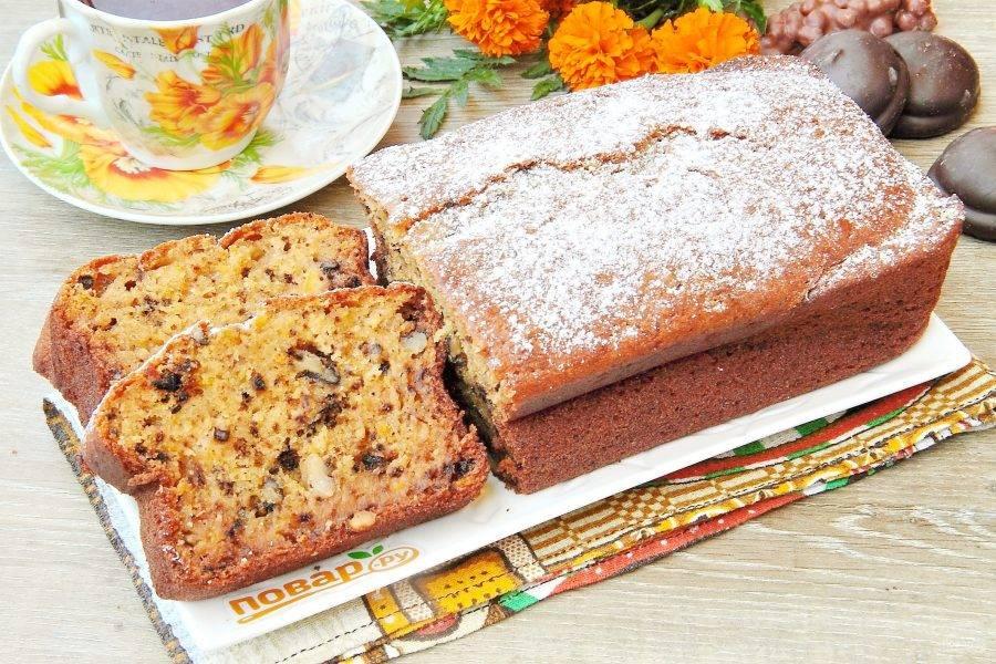 Украсьте пирог по желанию сахарной пудрой или любой глазурью и подавайте к столу. Очень вкусно! Приятного аппетита!
