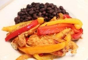 Подавайте с любимыми гарнирами: рисом, фасолью или картофелем. Приятного аппетита!