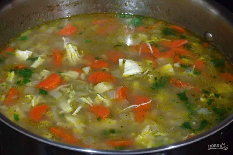 5.Варите суп еще пару минут, по вкусу посолите и поперчите.