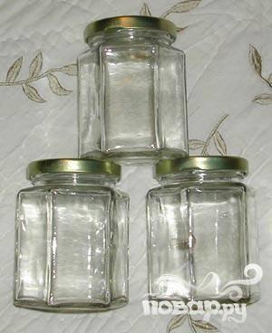 1.Для начала приготовьте литровую стерильную банку с плотной крышкой, в которой будет настаиваться ваш напиток.