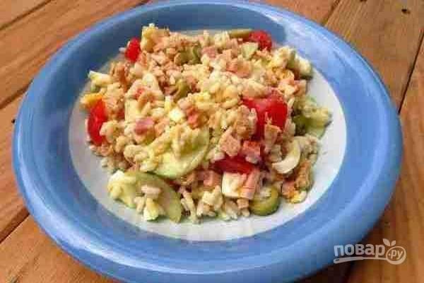 7.По желанию, поставьте салат в холодильник до подачи на стол. Приятного аппетита!