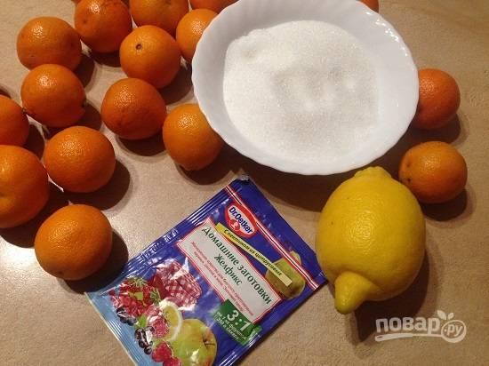 Вот все ингредиенты для приготовления ароматного лакомства. В странах, где выращивают мандарины, варенье из них варят с кожурой. К нам мандарины поступают обработанными химией, и я очищаю плоды.