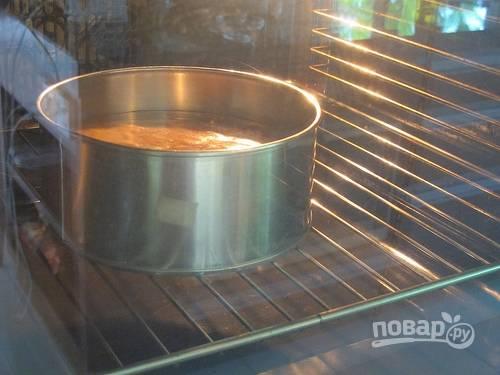 10.Выпекайте в разогретом до 140 градусов духовом шкафу 25 минут, затем увеличьте температуру до 170 и запекайте еще 25 минут.