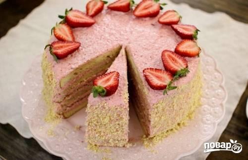 16. Украсить тортик можно свежими ягодами и крошкой от бисквита. Приятного чаепития!