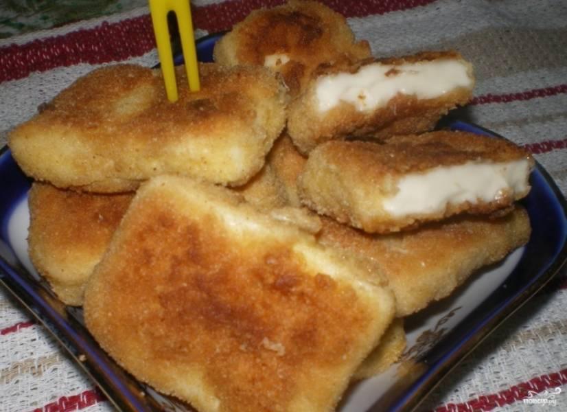 Готовьте блюдо с обеих сторон по 3 минуты до образования золотистой корочки. Приятного аппетита!