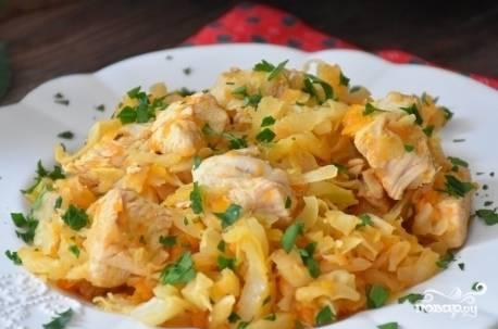 Через 50 минут блюдо будет готово! Измельчите петрушку, подавайте блюдо вместе с ней к столу.