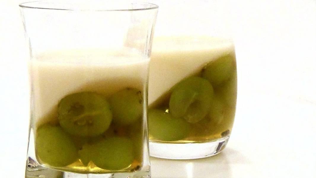 Желе виноградно-йогуртовое