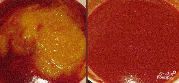 Следом смешивает пюре тыквы и калины. Высыпаем сахар и доводим до кипения. Далее варим на слабом огне около 40 минут. Если получается жидковат, то варите дольше.