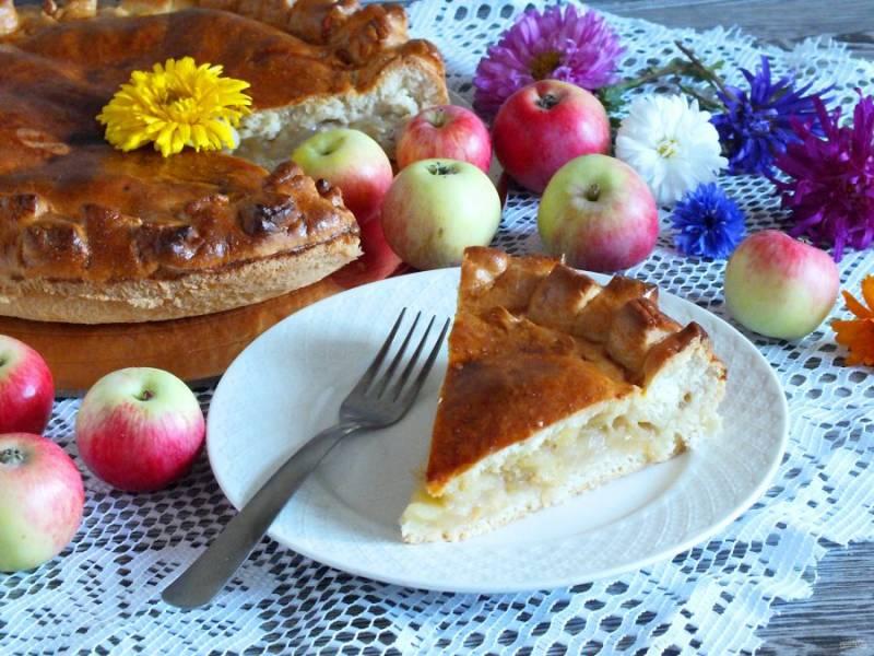 Подавайте татарский пирог с яблоками теплым или полностью охлажденным. Приятного аппетита!