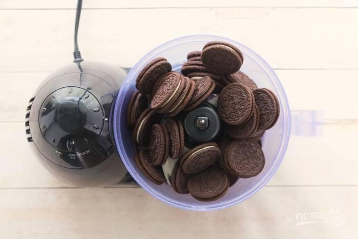 1. Печенье превратите в крошку.