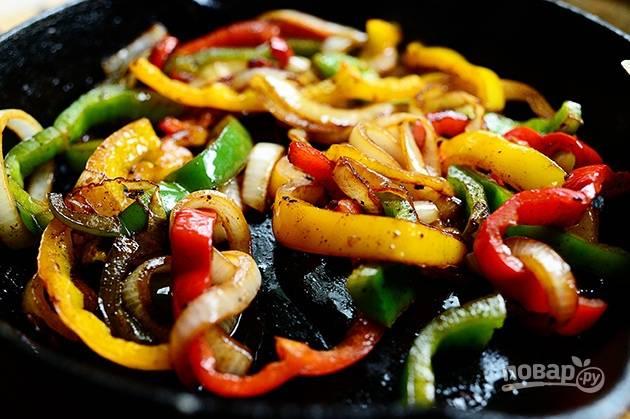 6. Обжарьте овощи до мягкости.