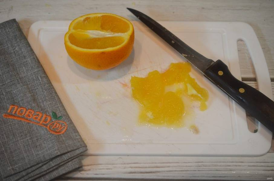 3. Отделите филе у апельсина и нарежьте.