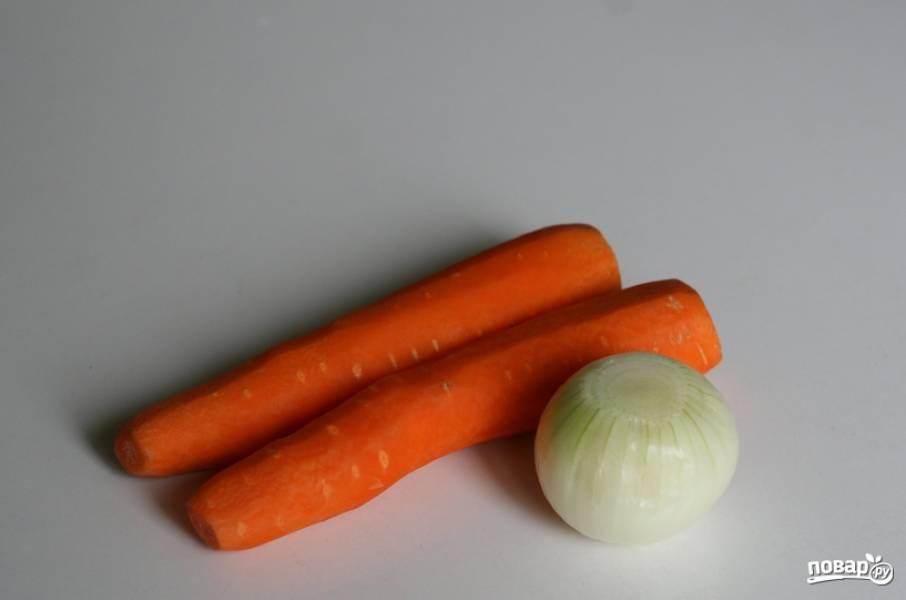 Овощи промываем и очищаем.