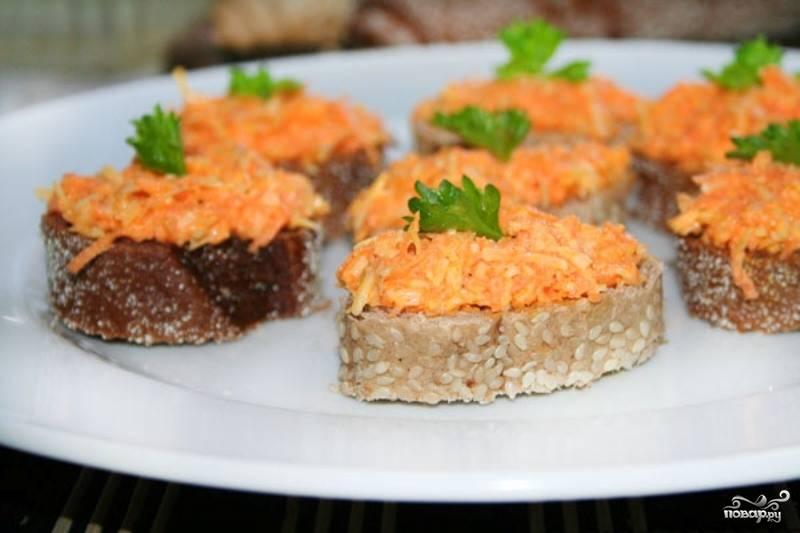 Салат из моркови и сыра