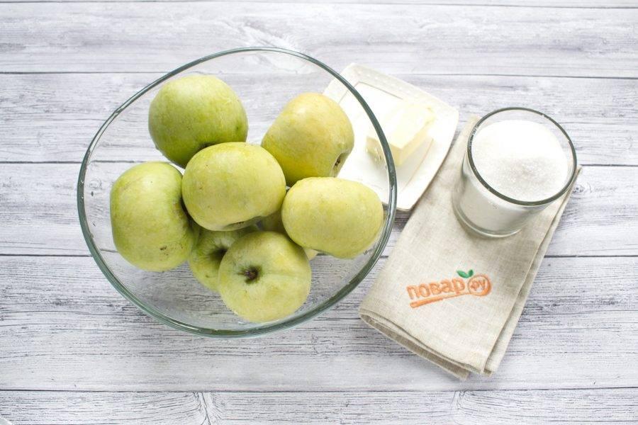 Для запекания яблок нам понадобятся 1 стакан сахара и 50 г сливочного масла. Яблоки вымойте, обсушите.