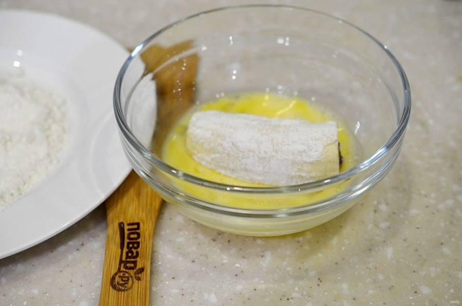 6. Затем в яйце и в печенье.