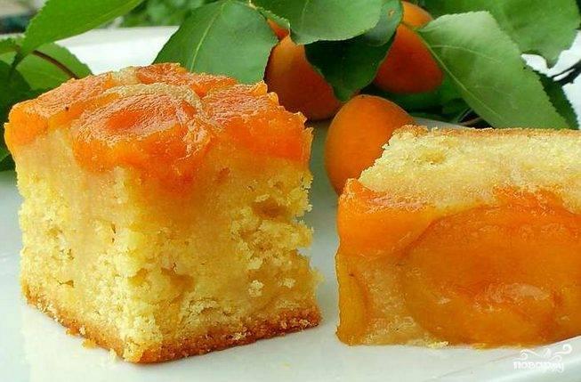 Ингредиенты пшеничная мука - около 2 стаканов сахар - г абрикосы - по вкусу пищевая сода - 2 г ванилин - 1 г сливочное масло - 1 пачка.