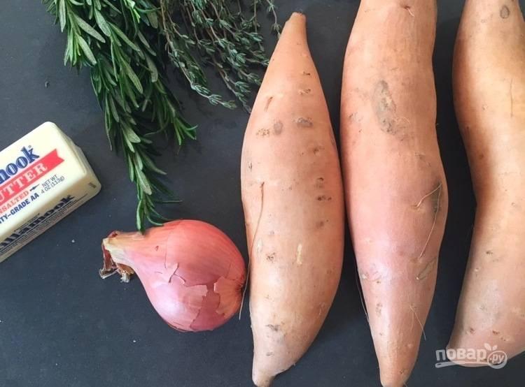 1. Подготовьте продукты, промойте все овощи под проточной водой. Разогрейте духовку до 220 градусов градусов.
