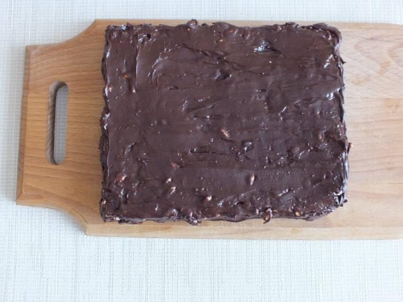 Покрытый шоколадом воздушный рис поставьте в морозильную камеру на 30 минут.