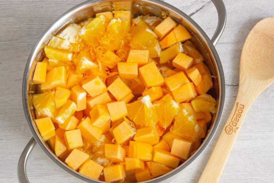 Залейте всё водой и варите 30 минут после закипания. Пока без сахара и лимонной кислоты.