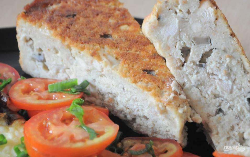 Простой пирог с курицей и грибами