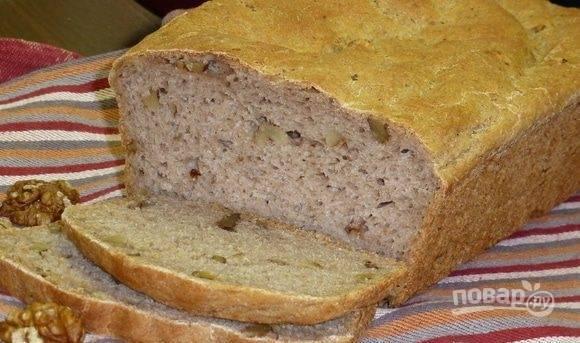 Запекайте хлеб в разогретой до 180 градусов духовке в течение 50-60 минут. Когда он остынет, можете его пробовать.