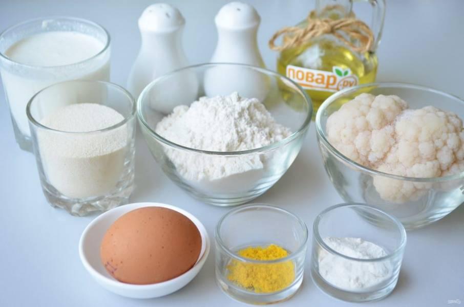 1. Подготовьте продукты. Кефир выбирайте на свое усмотрение, с жирным вкуснее, блины пышнее получаются. Идеальный вариант - самоквас из домашнего молока.