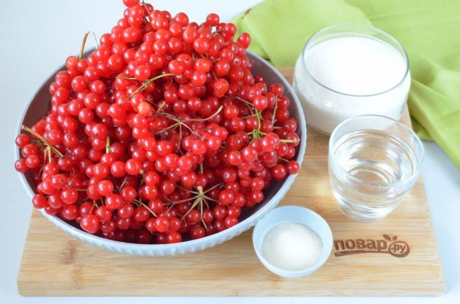Подготовьте калину, сахар, фильтрованную (кипяченую) воду и желатин. Вместо желатина можно использовать агар-агар, но в другой пропорции (согласно инструкции к агару).