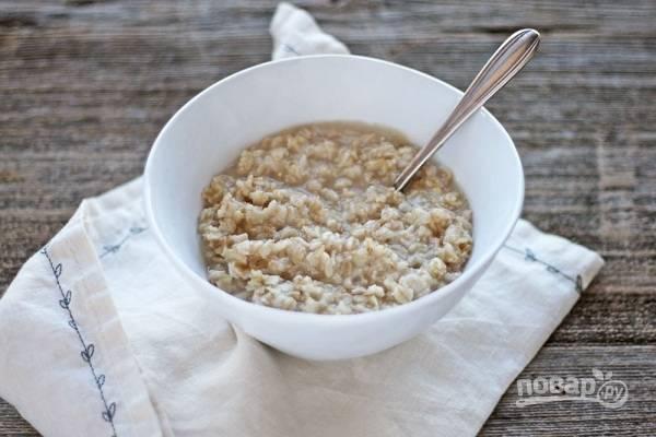 3. Готовую кашу выложите в тарелку, дополните медом, вареньем или другими добавками. Все, полезный и вкусный завтрак для детей и взрослых готов.  Приятного аппетита!