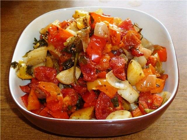Готовые овощи переложите в миску.