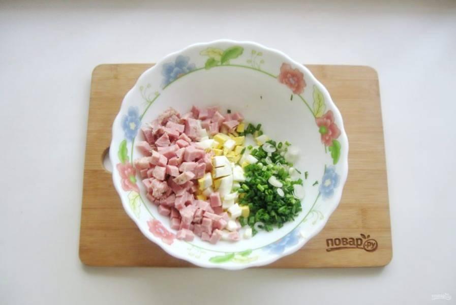 Добавьте нарезанный мелко зеленый лук.