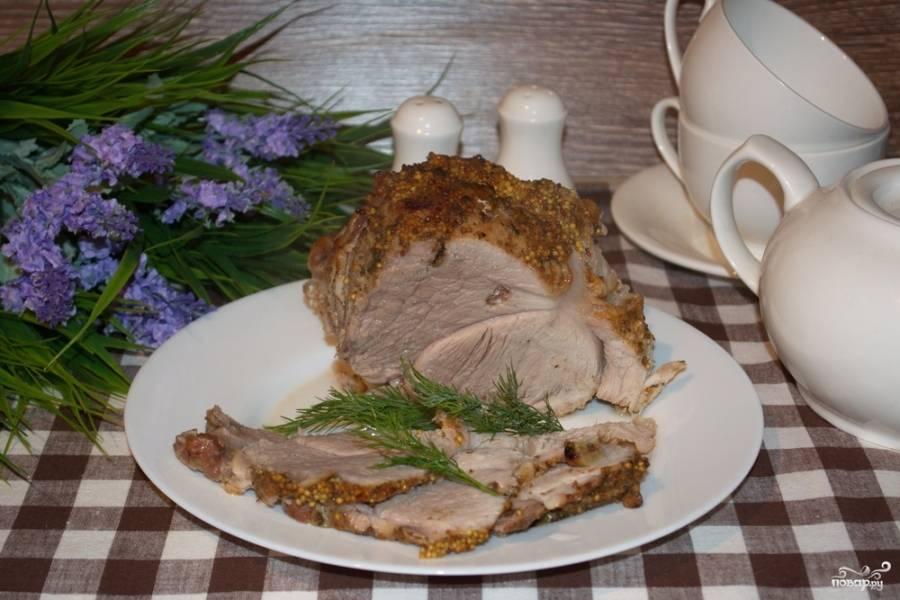 Вот и все, готово! Подайте румяное мясо к столу.