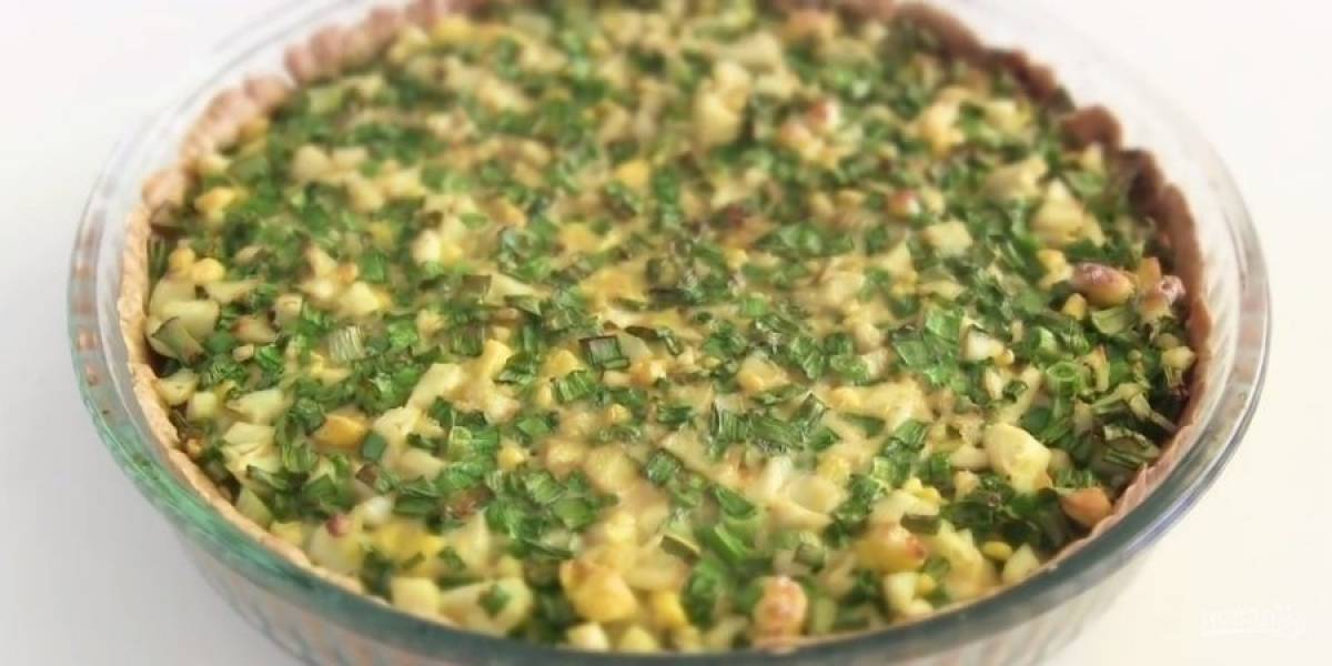 5. Залейте пирог яичной заливкой и выпекайте в разогретой до 200 градусов духовке в течение 30 градусов. Приятного аппетита!