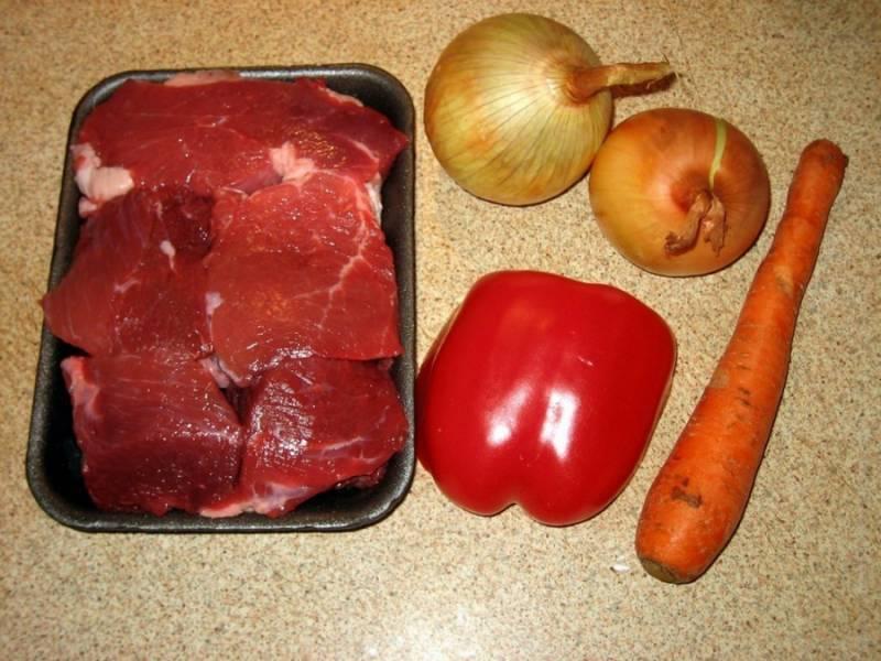 1. Чтобы приготовить гуляш в казане в домашних условиях, потребуется минимальный набор продуктов. На это раз я решила поэкспериментировать и сделать мясо вместе с картофелем (что-то по типу азу).