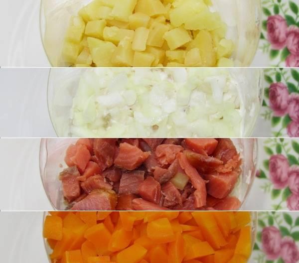 3. Нарезав все ингредиенты, замаринуйте лук. После этого можно приступать к формированию слоев салата: картофель, рыбу, лук, морковь и снова все сначала.