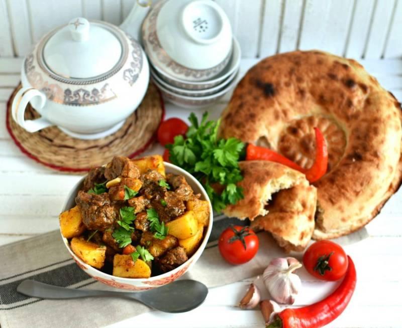 Подавайте каурдак горячим со свежими лепешками, зеленью и овощами. Приятного аппетита!