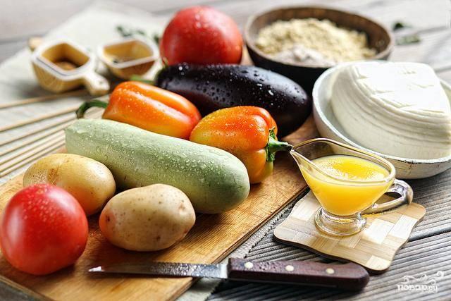 Подготовим все необходимые ингредиенты. Овощи хорошенько вымоем и обсушим.