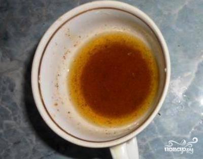 Делаем соус - смешиваем сок половины лимона, оливковое масло и приправу для салатов - хорошо перемешиваем. Можно специи использовать на свой вкус. У меня в наличии была приправа для салатов, поэтому я не заморачивался и использовал ее. Туда входит базилик, укроп, чеснок, паприка.