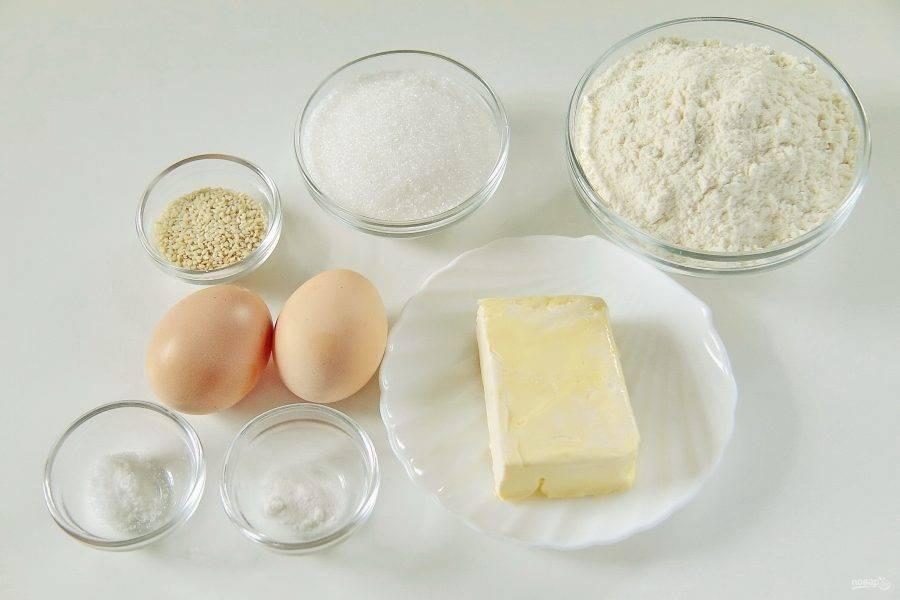 1. Подготовьте все необходимые продукты. Маргарин или сливочное масло заранее размягчите при комнатной температуре.