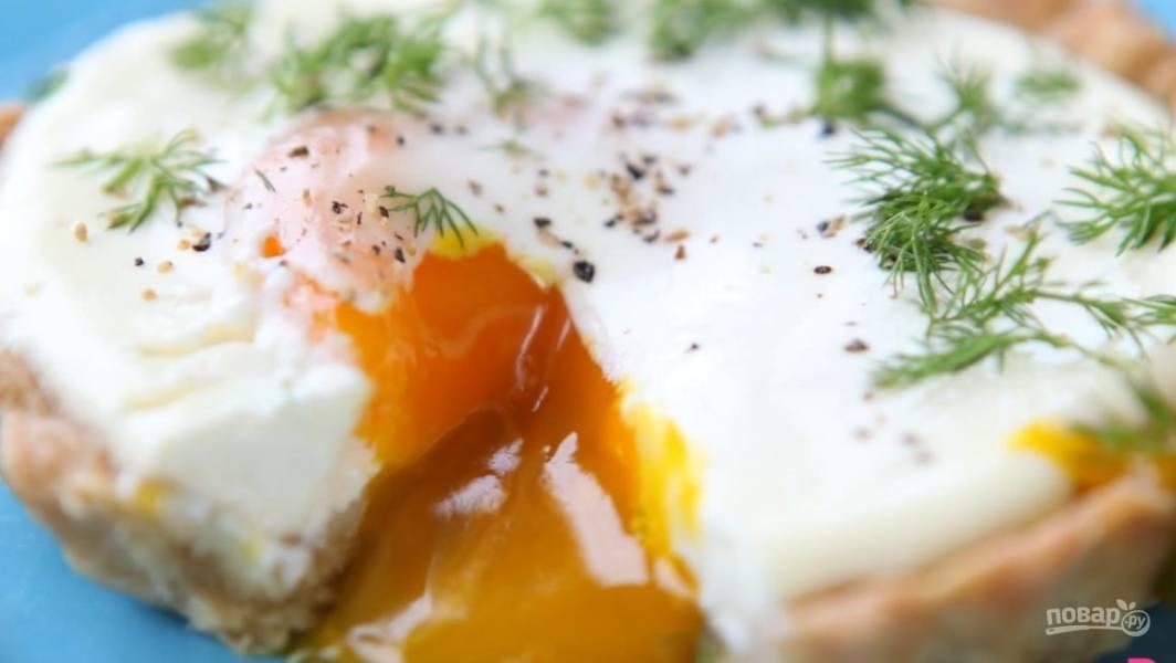 Яйцо, запеченное в сметане