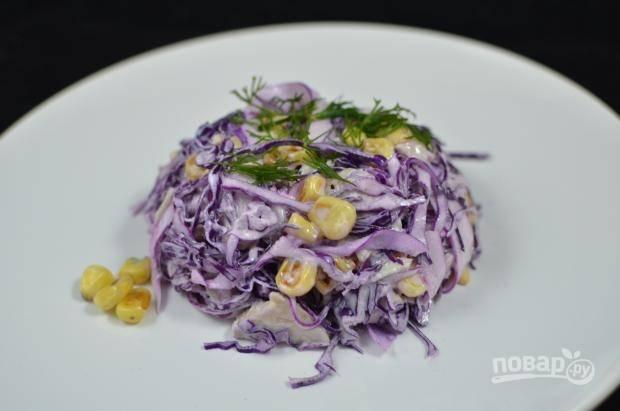 Салат заправьте солью и майонезом. Приятного аппетита!