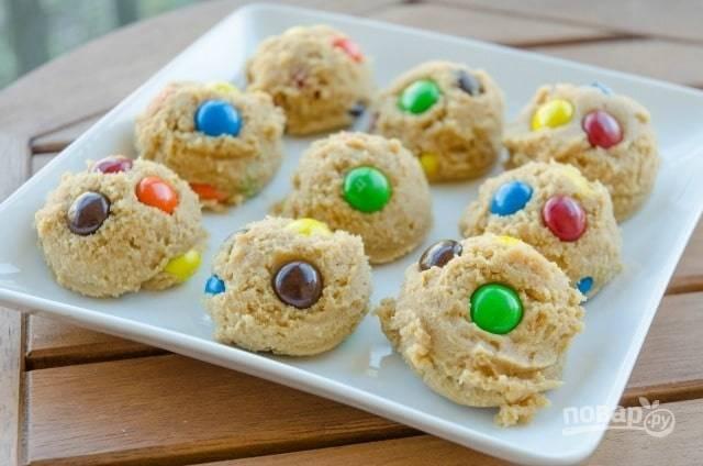 5. Сформируйте печенье. Выложите его на противень.