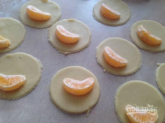 7. Излишки теста убираем, из них потом точно так же сделаем печенье.