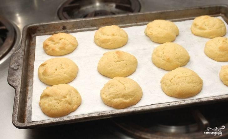 8. Готовое печенье снимите с противня и остудите.