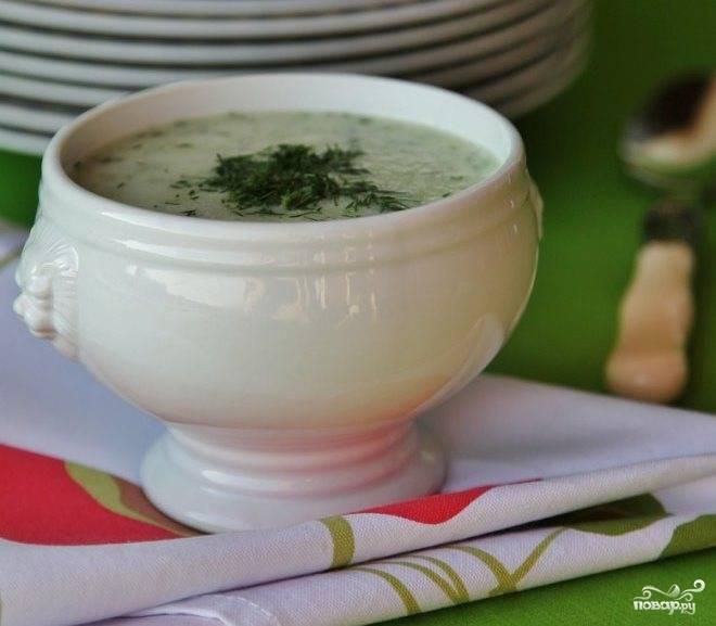 Затем подаем холодный суп с огурцом к столу. Приятного аппетита!