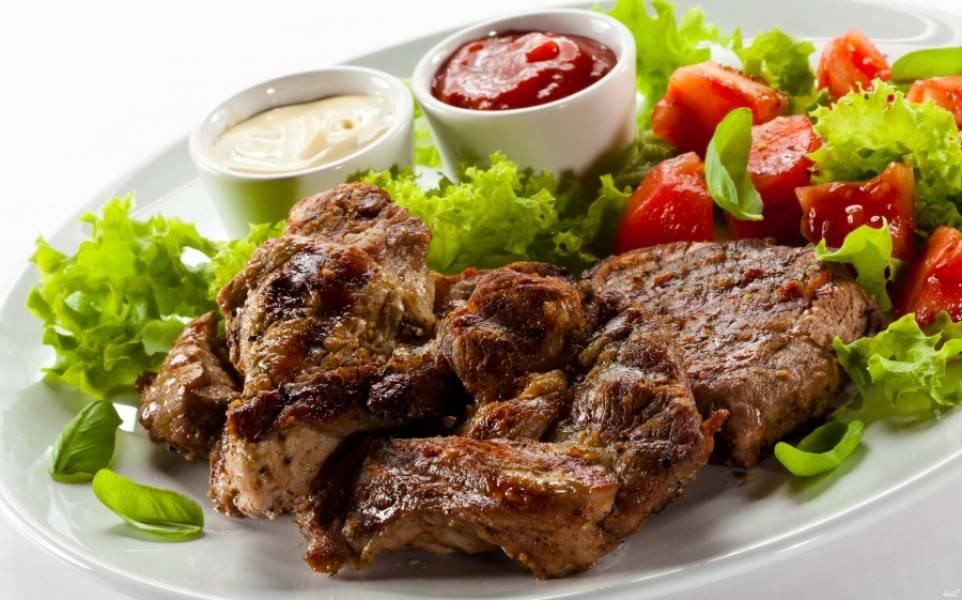 3. Вот и все! Подавайте мясо отдельно, со свежими овощами. а запеченные овощи - отдельно, как аперитив к мясу!