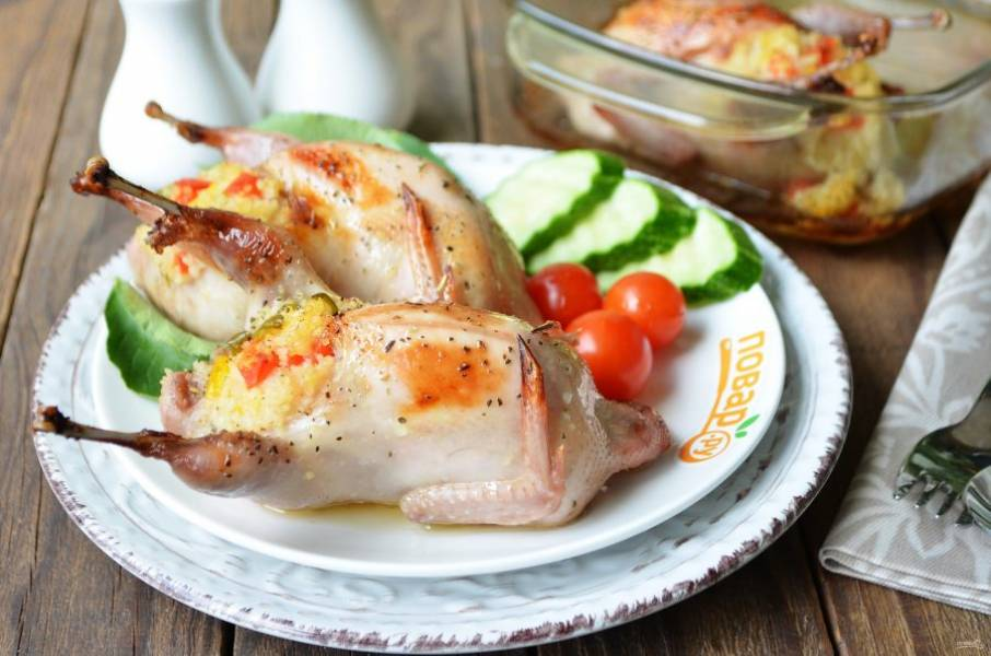 10. Подавайте птичек со свежими овощами, приятного!