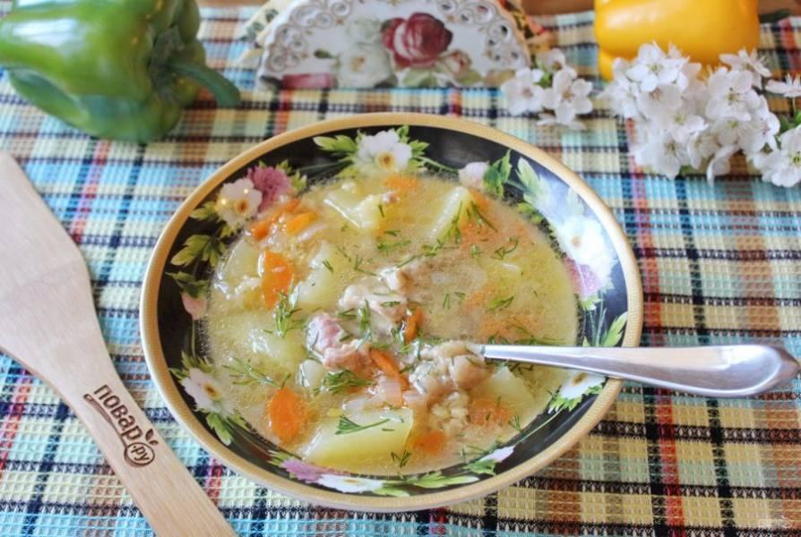 Суп с чечевицей и тушенкой готов. Подавайте на первое в обед.