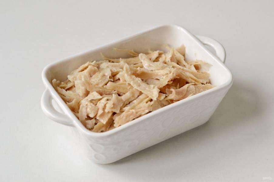 Выложите подготовленное соевое мясо в прямоугольную форму.